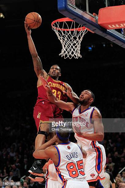 Alonzo Gee of the Cleveland Cavaliers lays the ball up over Jared Jeffries of the New York Knicks and Baron Davis of the New York Knicks at Madison...