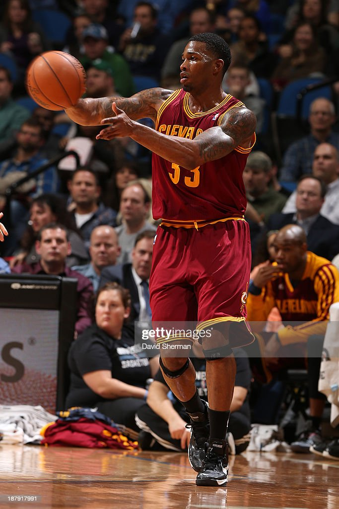 Alonzo Gee #33 of the Cleveland Cavaliers passes the ball against the Minnesota Timberwolves on November 13, 2013 at Target Center in Minneapolis, Minnesota.