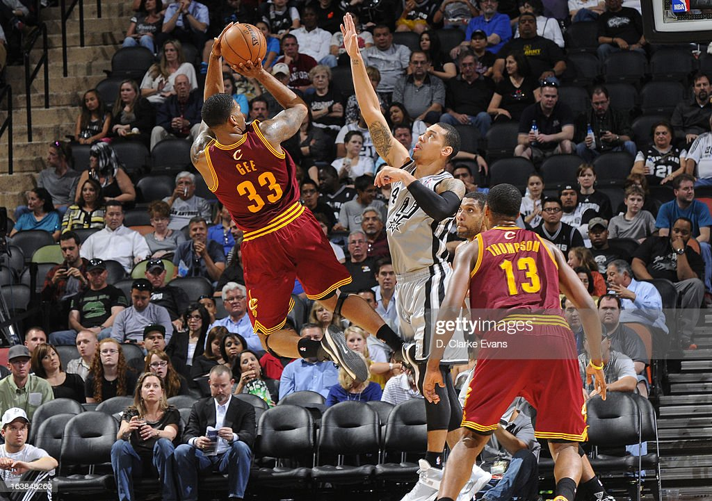 Alonzo Gee #33 of the Cleveland Cavaliers shoots the ball against Danny Green #4 of the San Antonio Spurs during the game between the Cleveland Cavaliers and the San Antonio Spurs on March 16, 2013 at the AT&T Center in San Antonio, Texas.