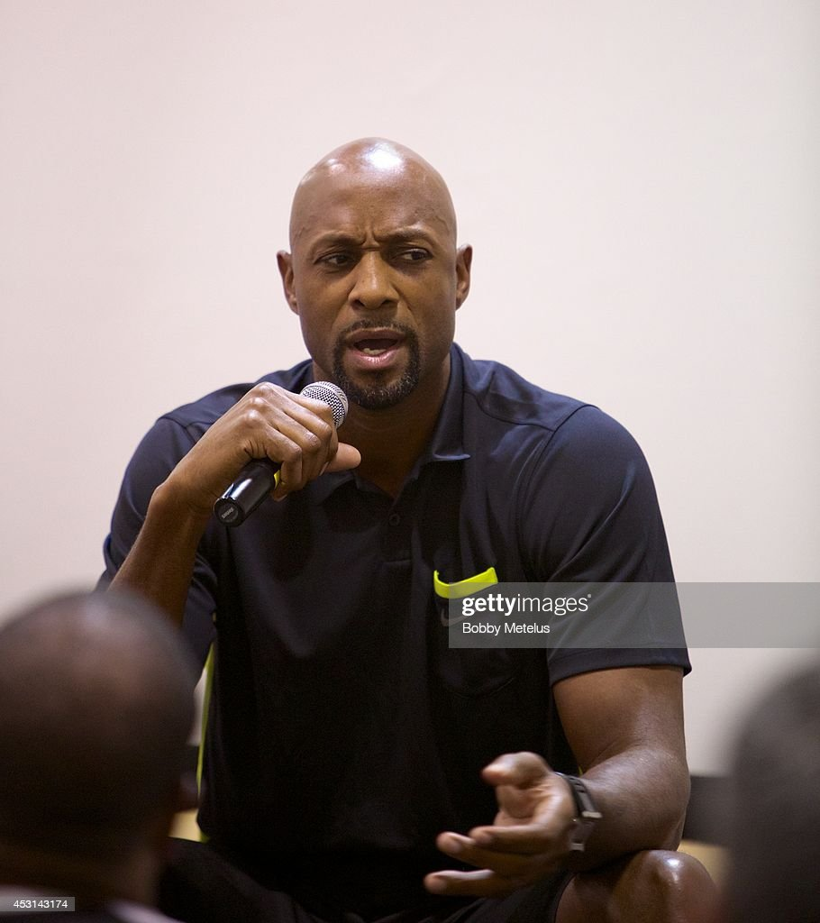 <a gi-track='captionPersonalityLinkClicked' href=/galleries/search?phrase=Alonzo+Mourning&family=editorial&specificpeople=201732 ng-click='$event.stopPropagation()'>Alonzo Mourning</a> speaks at Dwyane Wade's Fourth Annual Fantasy Basketball Camp at Westin Diplomat on August 3, 2014 in Hollywood, Florida.