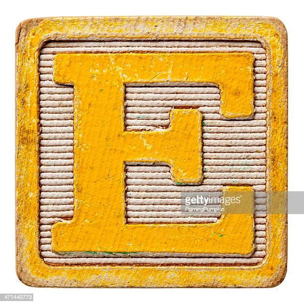 De l'Alphabet-lettres majuscules Antique, isolé sur fond blanc. Lettre E.