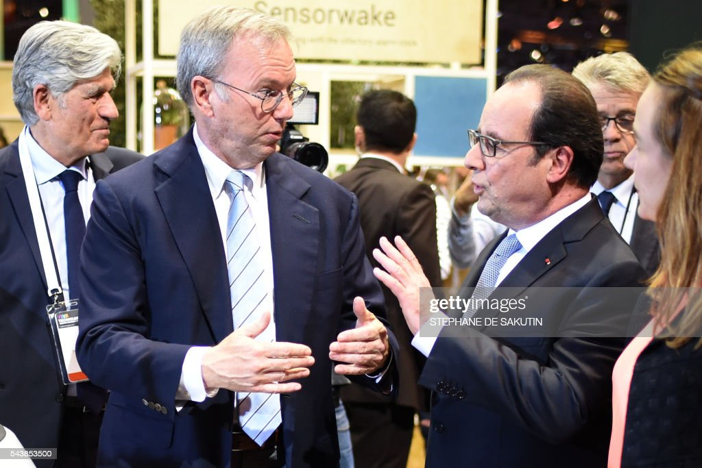 Google CEO Eric Schmidt (2nd L) and French President Francois Hollande (2nd R) talk to each other, next to Publicis Group Directory Board Chairman Maurice Levy (L) and French Minister of State for the Digital Sector Axelle Lemaire (R) in front of the Google's self driving car project during a visit to the Viva technology event in Paris on June 30, 2016. / AFP / STEPHANE