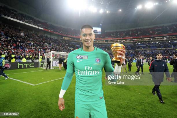 Alphonse Areola of Paris SaintGermain celebrate the cup after during the French League Cup Final match between Paris SaintGermain and AS Monaco at...