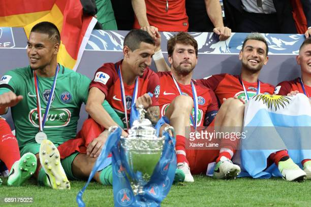 Alphonse Areola of Paris SaintGermain celebrate the cup with Angel Di Maria Maxwell and Javier Pastore during the French Cup Final match between...