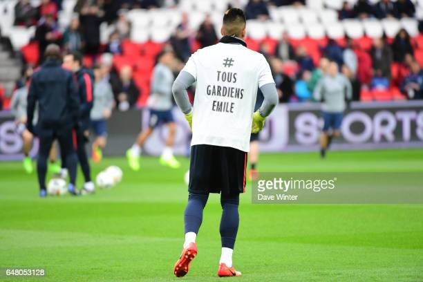 Alphonse Areola of PSG wears a tshirt in hommage to a ten year old boy called Emile who died during a match in LissacetMouret several days before the...