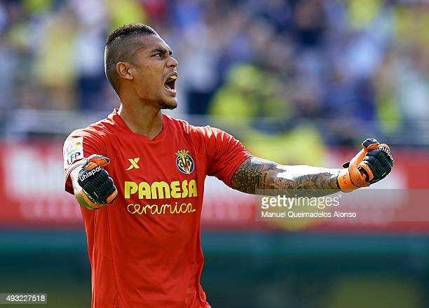 Alphonse Areola of Villarreal celebrates during the La Liga match between Villarreal CF and RC Celta de Vigo at El Madrigal Stadium on October 18...