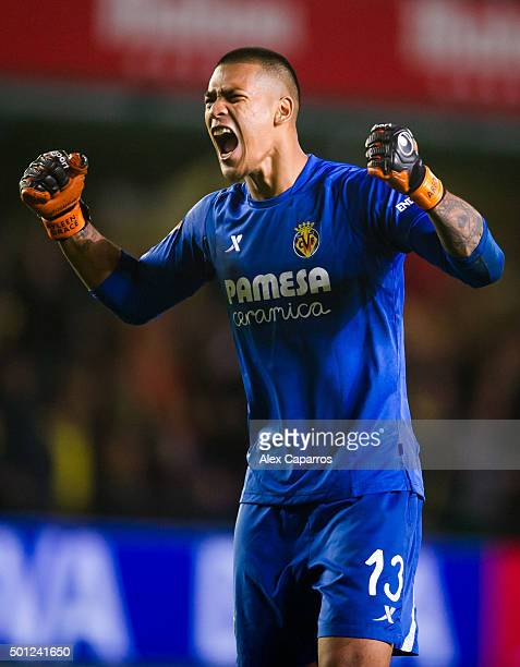 Alphonse Areola of Villarreal CF celebrates at the end of the La Liga match between Villarreal CF and Real Madrid CF at El Madrigal on December 13...