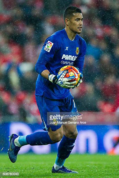Alphonse Areola of Villarreal CF controls the ball during the La Liga match between Athletic Club Bilbao and Villarreal CF at San Mames Stadium on...