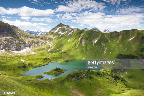 Lac alpin schreeksee en Bavière, Alpes de l'Allgaü, en Allemagne