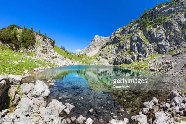 Alpin See Seeleinsee mit blauem Himmel im Nationalpark Berchtesgaden, Alpen