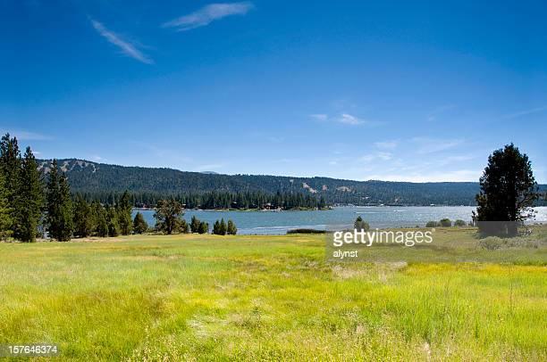 Alpine Mountain Lake und Meadow