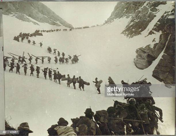 COMERIO Alpine troops on the march on the Adamello Italy 1916 Gelatine process Rome Central Museum of the Risorgimento
