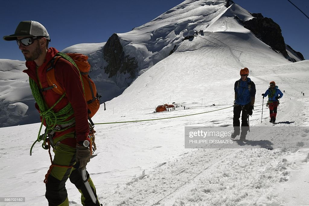 Alpinists walk on August 25 on the normal way back for climbing to the MontBlanc peak in Chamonix eastern France / AFP / PHILIPPE DESMAZES