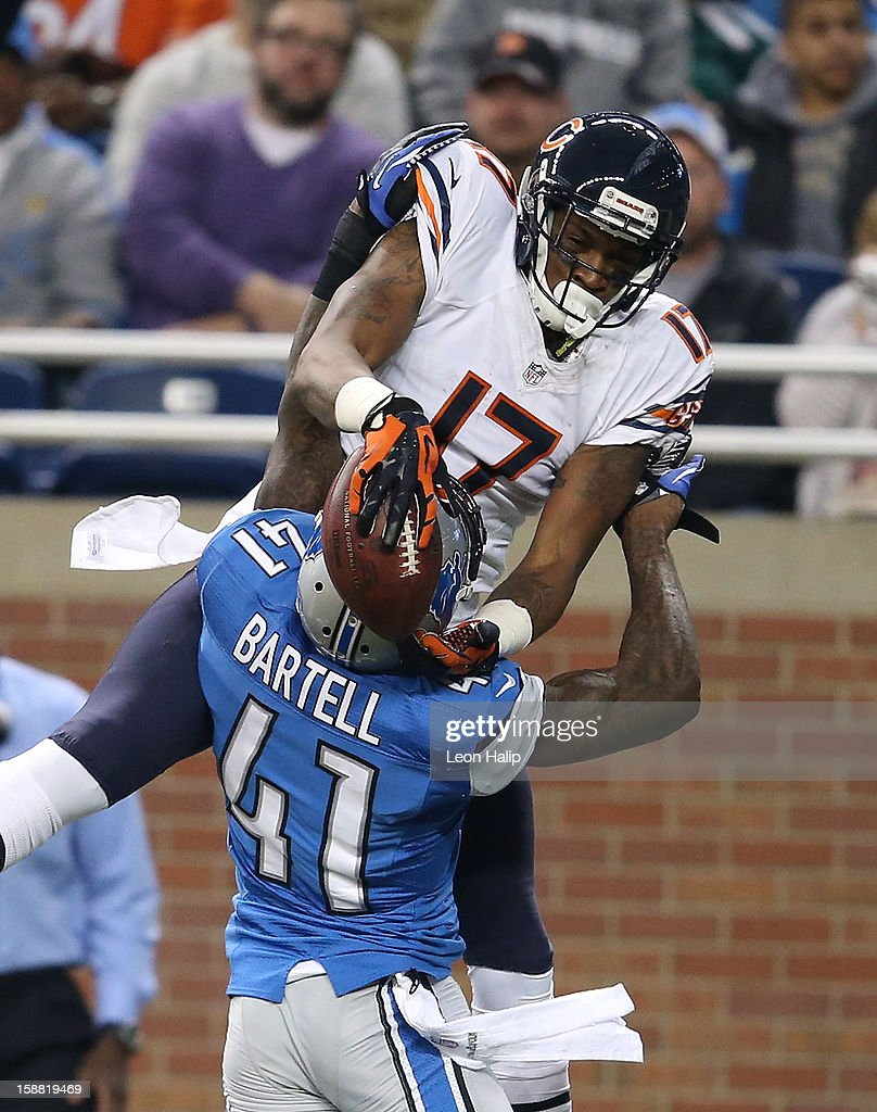 Alshon Jeffery #17 of the Chicago Bears battles for ball control with Ron Bartell #41 of the Detroit Lions during the game at Ford Field on December 30, 2012 in Detroit, Michigan. The Bears defeted the Lions 26-24.