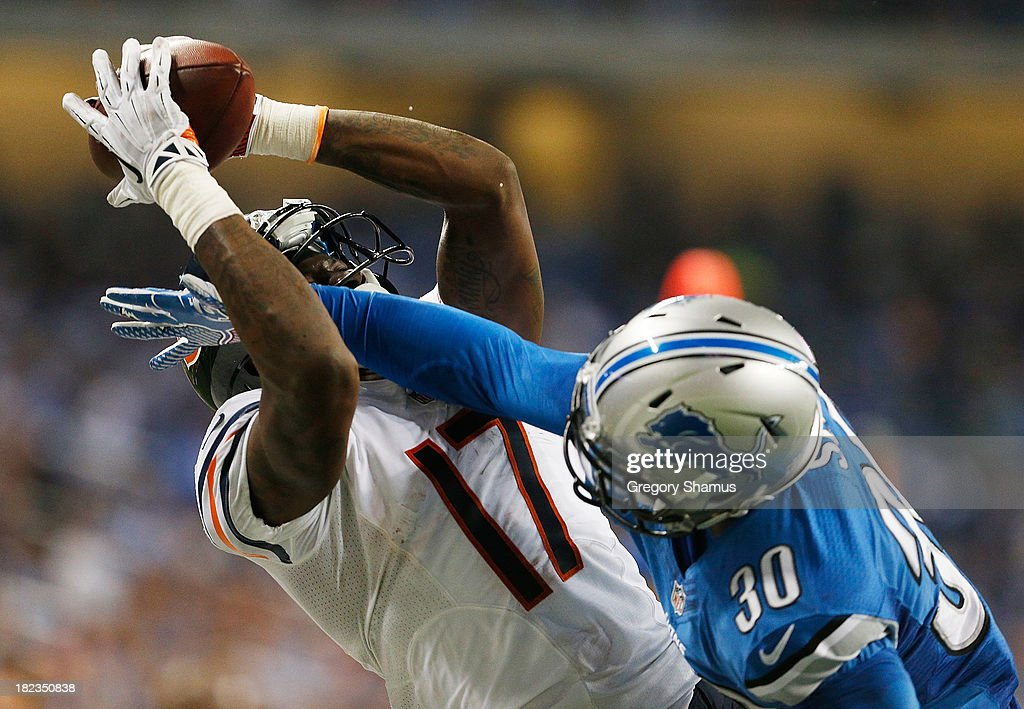 Alshon Jeffery #17 of the Chicago Bears catches a fourth quarter touchdown next to Darius Slay #30 of the Detroit Lions at Ford Field on September 29, 2013 in Detroit, Michigan. Detroit won the game 40-32.