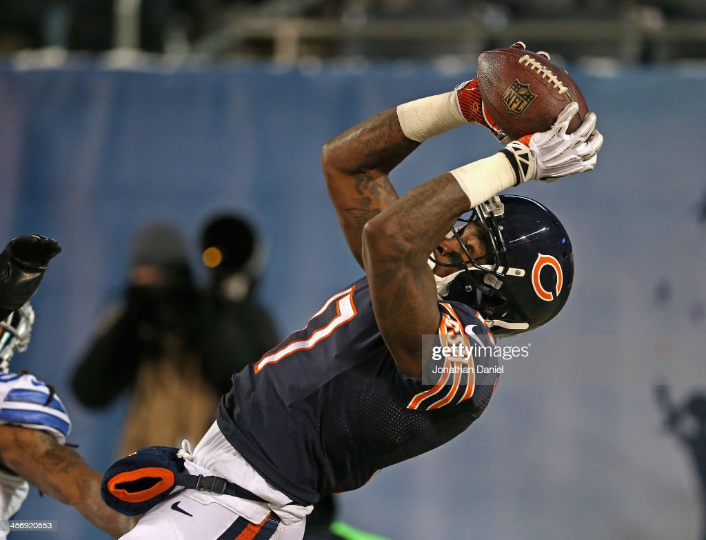 <a gi-track='captionPersonalityLinkClicked' href=/galleries/search?phrase=Alshon+Jeffery&family=editorial&specificpeople=6493995 ng-click='$event.stopPropagation()'>Alshon Jeffery</a> #17 of the Chicago Bears catches a touchdown pass against the Dallas Cowboys at Soldier Field on December 9, 2013 in Chicago, Illinois.