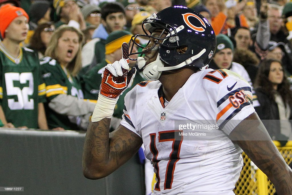 <a gi-track='captionPersonalityLinkClicked' href=/galleries/search?phrase=Alshon+Jeffery&family=editorial&specificpeople=6493995 ng-click='$event.stopPropagation()'>Alshon Jeffery</a> #17 of the Chicago Bears celebrates after making a touchdown catch during the second half of play against the Green Bay Packers at Lambeau Field on November 04, 2013 in Green Bay, Wisconsin.