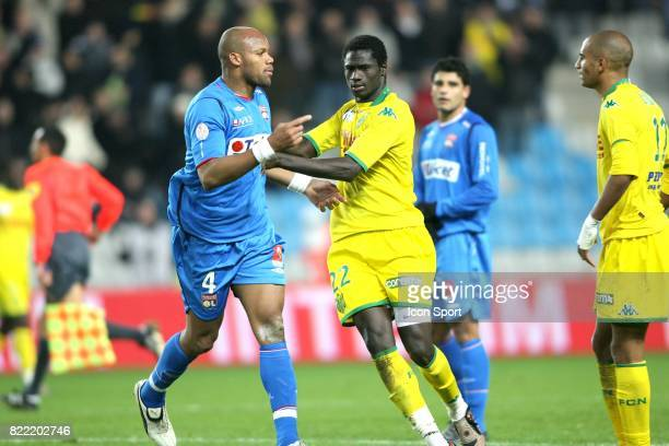Altercation en fin de match entre Aurelien CAPOUE et Jean Alain BOUMSONG retenu par Guirane NDAW Nantes / Lyon 17eme journee e Ligue 1
