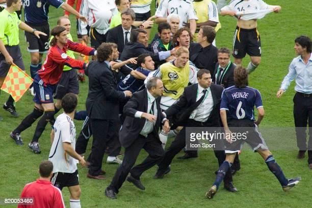 Altercation entre les argentins et Oliver BIERHOFF Allemagne / Argentine 1/4 Finale de la Coupe du Monde 2006 Berlin