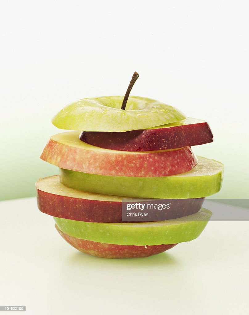 Alternating red and green apple slices : Stock Photo