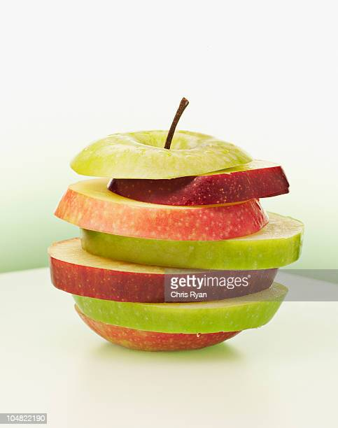 Alternating red and green apple slices