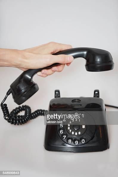 altes schwarzes telefon mit waehlscheibe aus bakelite wandtelefon pictures getty images. Black Bedroom Furniture Sets. Home Design Ideas