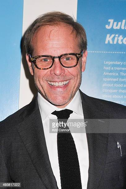 Alton Brown poses for photographers during the Smithsonian Food History Gala at the Smithsonian National Museum Of American History on October 22...