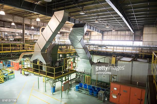 En aluminium usine de traitement des goulottes et des récipients