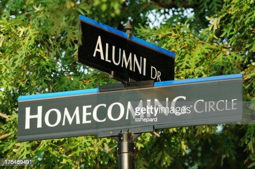 Alumni e de Regresso ao Lar street sinais Plano aproximado