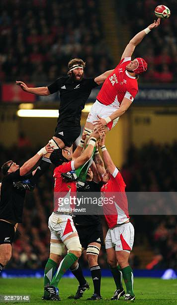 AlunWyn Jones of Wales wins a lineout against Jason Eaton of New Zealand during the Invesco Perpetual Series match between Wales and New Zealand at...