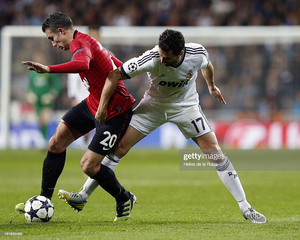 Alvaro Arbeloa (R) of Real Madrid and Robin Van Persie of Manchester United compete for the ball during the UEFA Champions League Round of 16 first leg match between Real Madrid and Manchester United at Estadio Santiago Bernabeu on February 13, 2013 in Madrid, Spain.