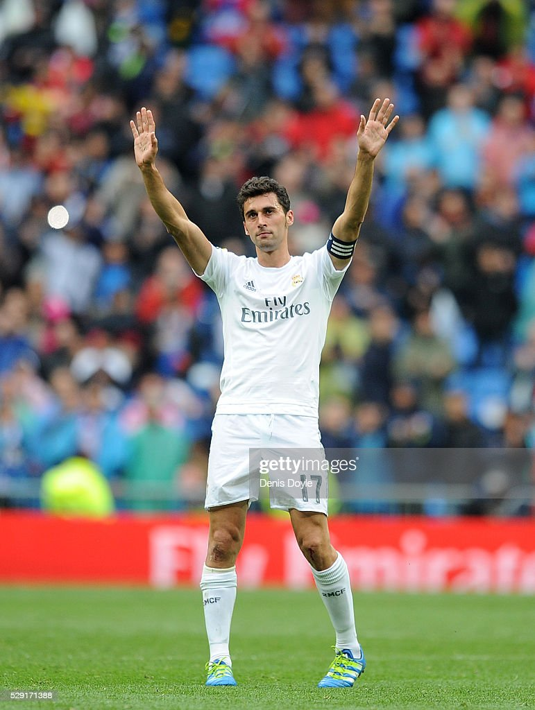 <a gi-track='captionPersonalityLinkClicked' href=/galleries/search?phrase=Alvaro+Arbeloa&family=editorial&specificpeople=3941965 ng-click='$event.stopPropagation()'>Alvaro Arbeloa</a> of Real Madrid waves to supporters after playing his last match for Real during the La Liga match between Real Madrid CF and Valencia CF at Estadio Santiago Bernabeu on May 8, 2016 in Madrid, Spain.