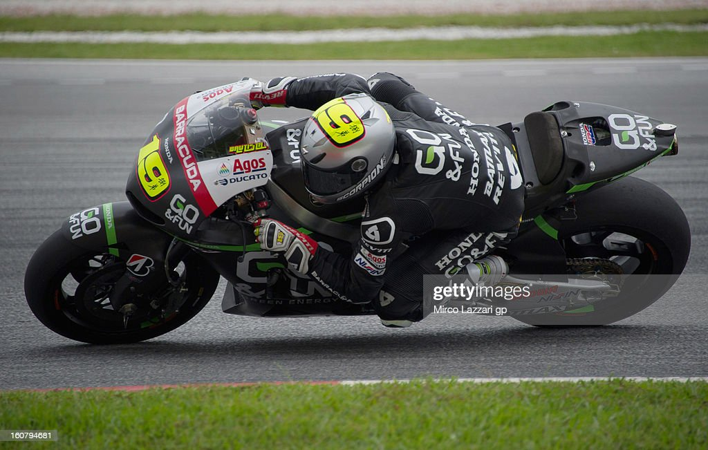 Alvaro Bautista of Spain and Go&Fun Honda Gresini rounds the bend during the MotoGP Tests in Sepang - Day Four at Sepang Circuit on February 6, 2013 in Kuala Lumpur, Malaysia.