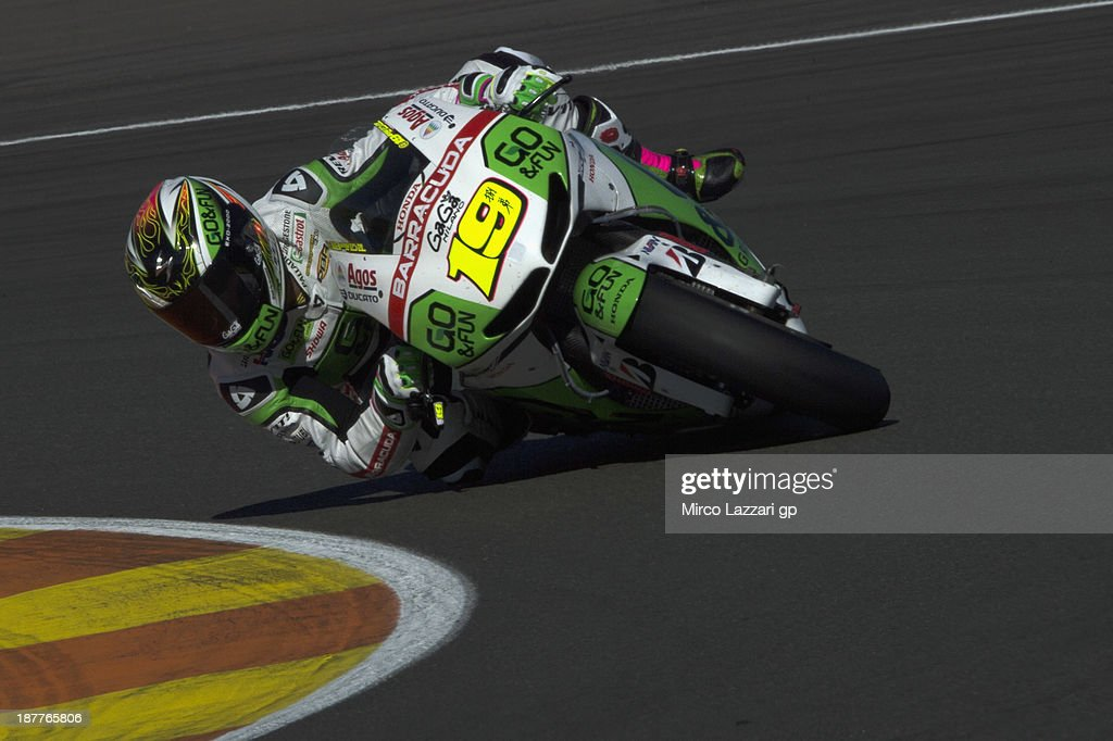<a gi-track='captionPersonalityLinkClicked' href=/galleries/search?phrase=Alvaro+Bautista&family=editorial&specificpeople=559936 ng-click='$event.stopPropagation()'>Alvaro Bautista</a> of Spain and Go&Fun Honda Gresini rounds the bend during the MotoGP Tests in Valencia - Day 2 at Ricardo Tormo Circuit on November 12, 2013 in Valencia, Spain.