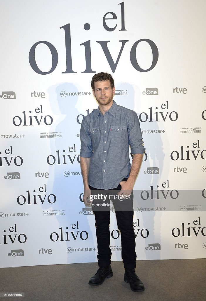 Alvaro Cervantes attends the premiere of 'El Olivo' at the Capitol cinema on May 4, 2016 in Madrid, Spain.