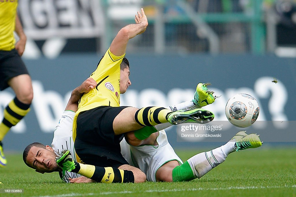 <a gi-track='captionPersonalityLinkClicked' href=/galleries/search?phrase=Alvaro+Dominguez+Soto&family=editorial&specificpeople=6386167 ng-click='$event.stopPropagation()'>Alvaro Dominguez Soto</a> of Borussia Moenchengladbach challenges <a gi-track='captionPersonalityLinkClicked' href=/galleries/search?phrase=Robert+Lewandowski&family=editorial&specificpeople=5532633 ng-click='$event.stopPropagation()'>Robert Lewandowski</a> of Borussia Dortmund during the Bundesliga match between Borussia Moenchengladbach and Borussia Dortmund at Borussia-Park on October 5, 2013 in Moenchengladbach, Germany.