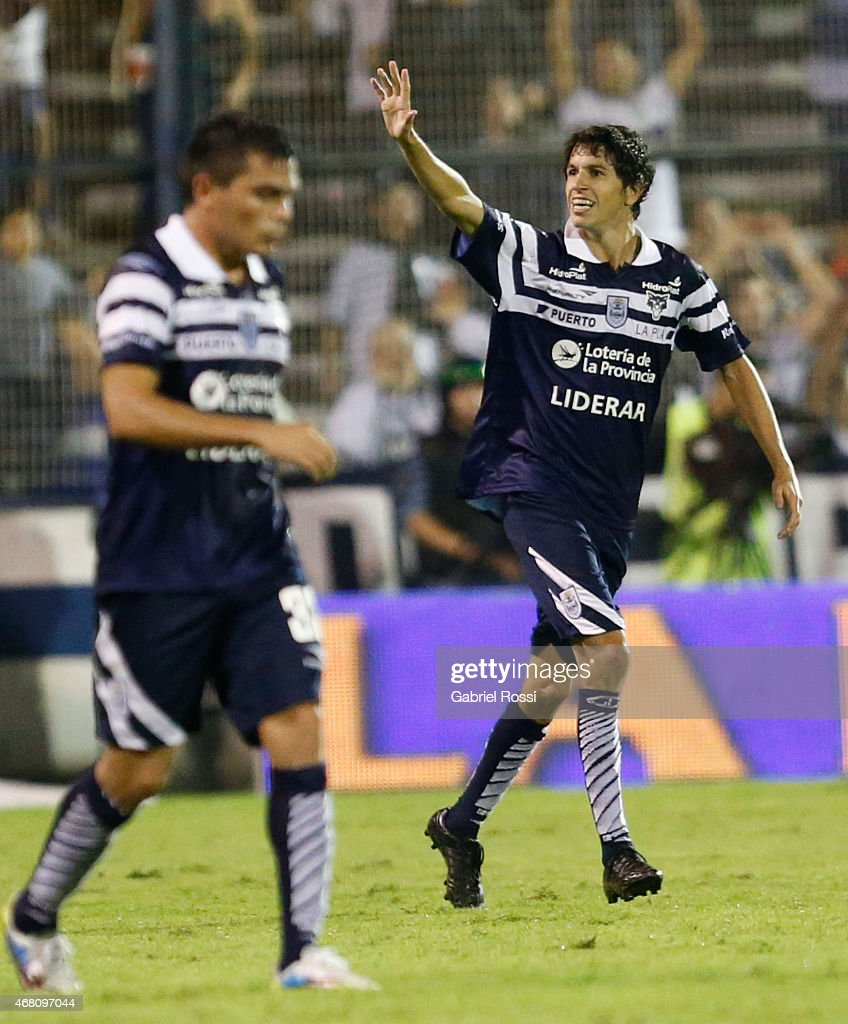 Alvaro Fernandez of Gimnasia y Esgrima celebrates after scoring the second goal of his team during a match between Gimnasia y Esgrima La Plata and River Plate as part of Torneo Primera Division 2015 at Juan Carmelo Zerillo Stadium on March 29, 2015 in La Plata, Argentina.