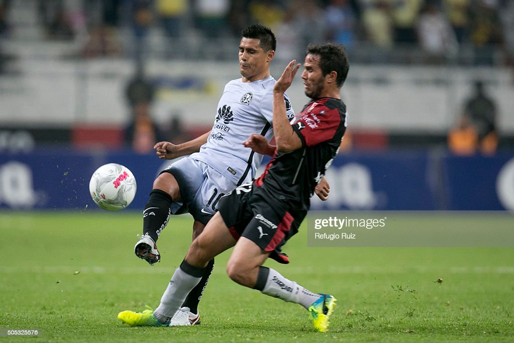 <a gi-track='captionPersonalityLinkClicked' href=/galleries/search?phrase=Alvaro+Gonzalez+-+Soccer+Player&family=editorial&specificpeople=2261829 ng-click='$event.stopPropagation()'>Alvaro Gonzalez</a> of Atlas (R) fights for the ball with <a gi-track='captionPersonalityLinkClicked' href=/galleries/search?phrase=Osvaldo+Martinez+-+Soccer+Player&family=editorial&specificpeople=8640159 ng-click='$event.stopPropagation()'>Osvaldo Martinez</a> of America (L) during the 2nd round match between Atlas and America as part of the Clausura 2016 Liga MX at Jalisco Stadium on January 16, 2016 in Guadalajara, Mexico.