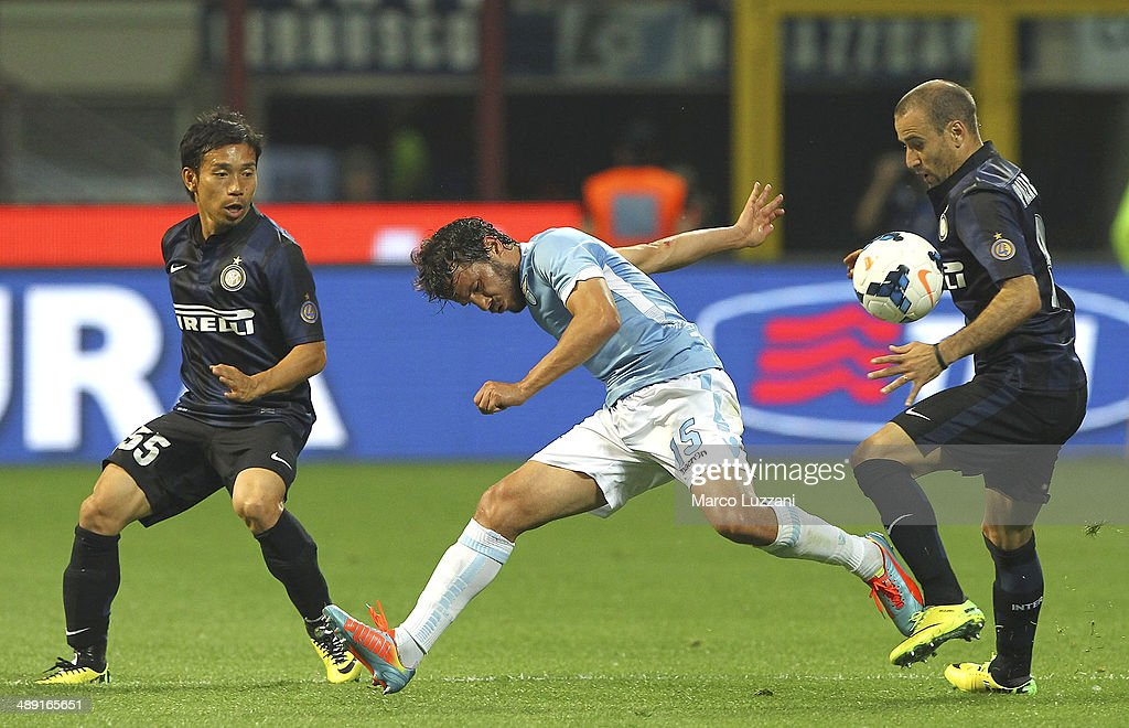 <a gi-track='captionPersonalityLinkClicked' href=/galleries/search?phrase=Alvaro+Gonzalez+-+Soccer+Player&family=editorial&specificpeople=2261829 ng-click='$event.stopPropagation()'>Alvaro Gonzalez</a> (C) of SS Lazio competes for the ball with <a gi-track='captionPersonalityLinkClicked' href=/galleries/search?phrase=Rodrigo+Palacio&family=editorial&specificpeople=490993 ng-click='$event.stopPropagation()'>Rodrigo Palacio</a> (R) and <a gi-track='captionPersonalityLinkClicked' href=/galleries/search?phrase=Yuto+Nagatomo&family=editorial&specificpeople=4320811 ng-click='$event.stopPropagation()'>Yuto Nagatomo</a> (L) of FC Internazionale Milano during the Serie A match between FC Internazionale Milano and SS Lazio at San Siro Stadium on May 10, 2014 in Milan, Italy.