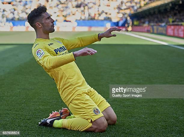 Alvaro Gonzalez of Villarreal celebrates after scoring the second goal during the La Liga match between Villarreal CF and Granada CF at Estadio de la...
