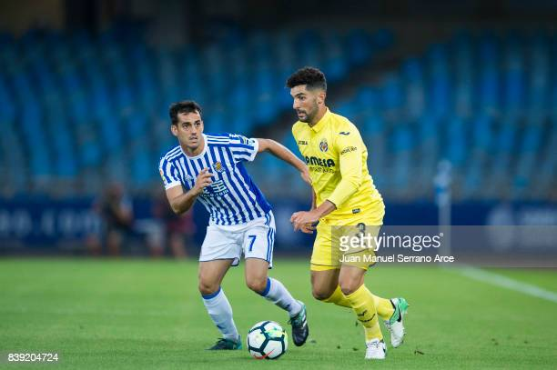 Alvaro Gonzalez of Villarreal CF duels for the ball with Juan Miguel Jimenez 'Juanmi' of Real Sociedad during the La Liga match between Real Sociedad...