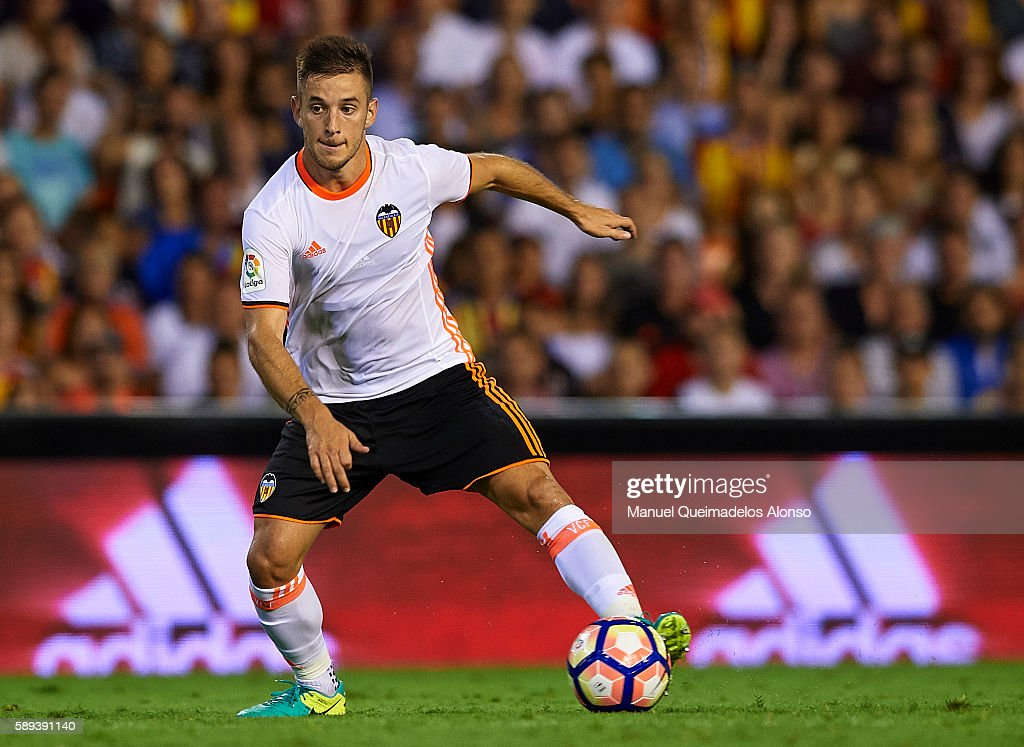 Alvaro Medran of Valencia controls the ball during the pre-season friendly match between Valencia CF and AC Fiorentina at Estadio Mestalla on August 13, 2016 in Valencia, Spain.