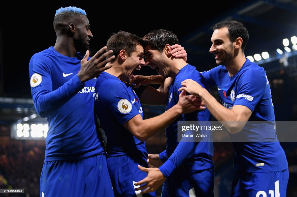 Alvaro Morata of Chelsea celebrates scoring his sides first goal with his Chelsea team mates during the Premier League match between Chelsea and Manchester United at Stamford Bridge on November 5, 2017 in London, England.