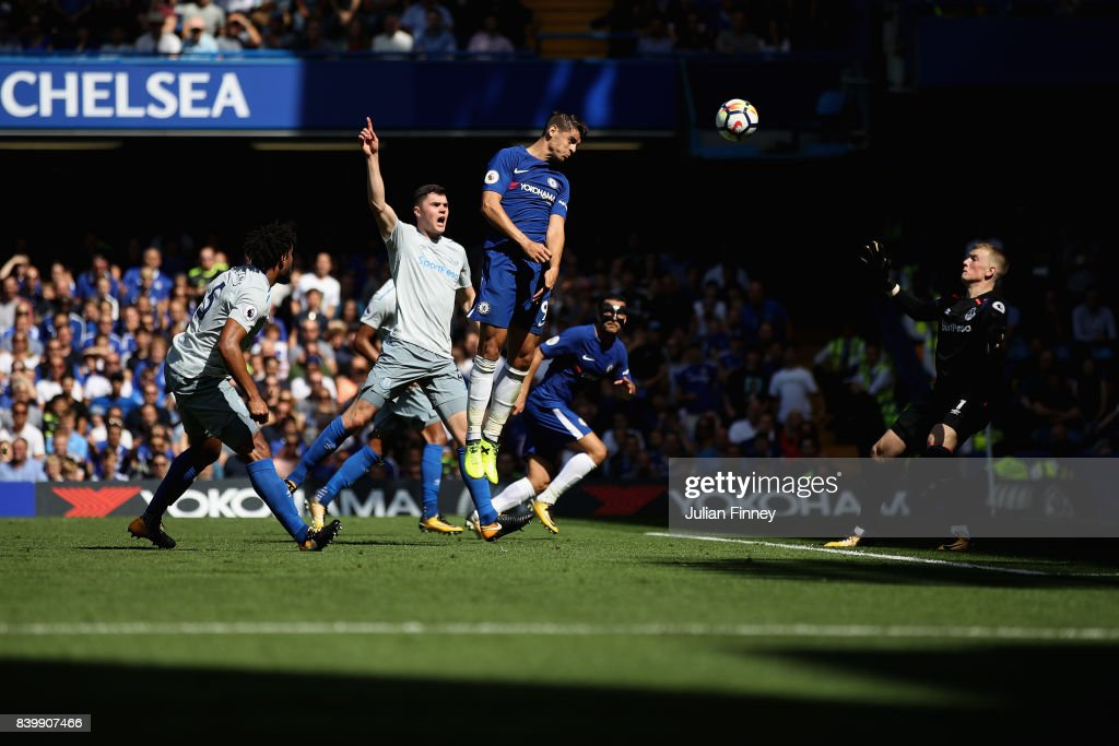 Alvaro Morata of Chelsea scores his sides first goal during the Premier League match between Chelsea and Everton at Stamford Bridge on August 27, 2017 in London, England.
