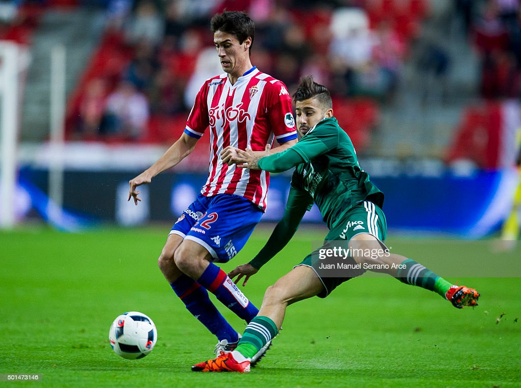 Alvaro Vadillo of Real Betis Balompie duels for the ball with Pablo Perez of Real Sporting de Gijon during the Copa del Rey Round of 32 match between Real Sporting de Gijon and Real Betis Balompie at Estadio El Molinon on December 15, 2015 in Gijon, Spain.