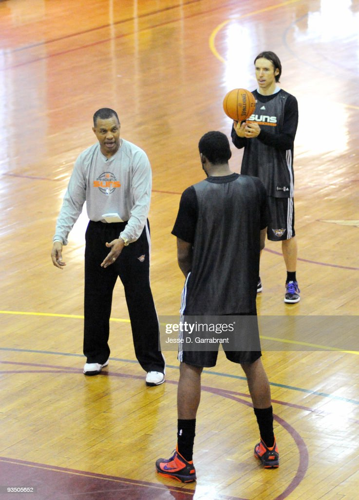 Alvin Gentry, Steve Nash, and Amar'e Stoudemire of the Phoenix Suns talkduring practice on November 30, 2009 at the New York Athletic Club in New York, New York.