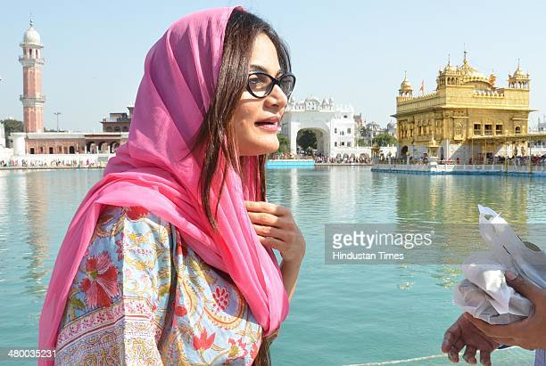 Alvira Khan sister of Bollywood actor Salman Khan paying obeisance at Golden Temple on March 22 2014 in Amritsar India