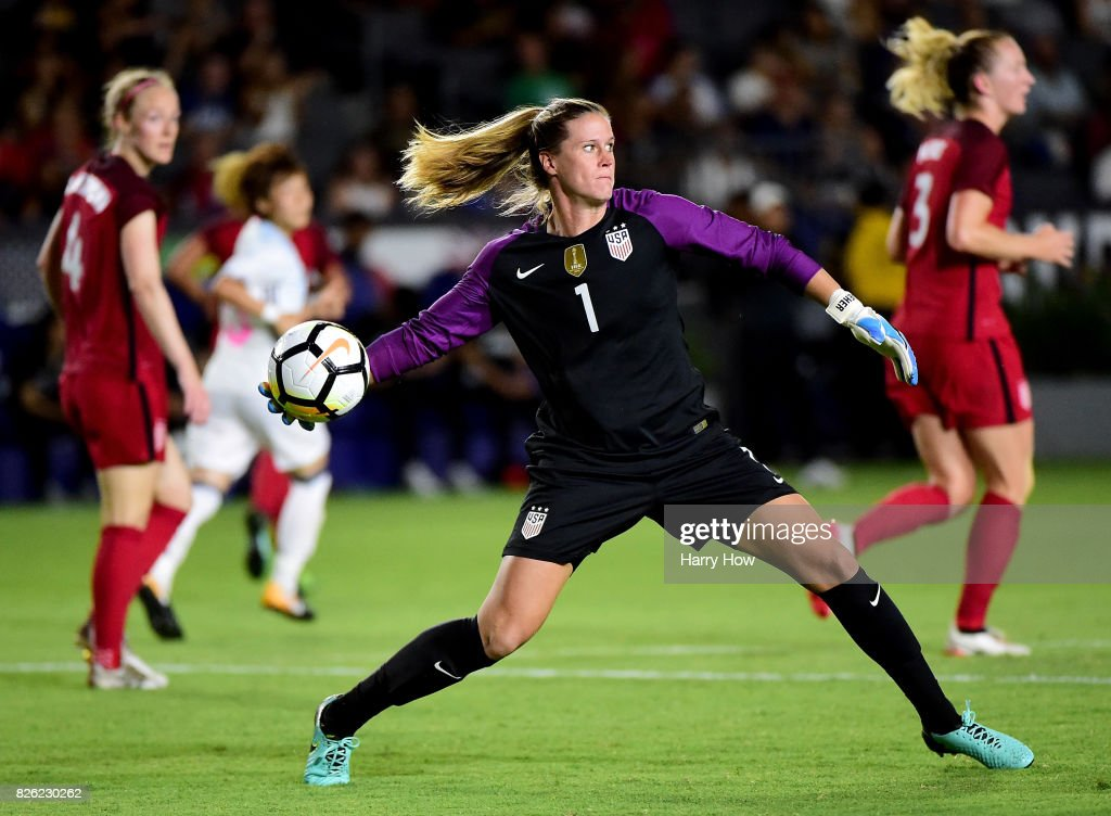 Alysa Naeher #1 of the United States makes a throw during a 3-0 win over Japan in the 2017 Tournament Of Nations at StubHub Center on August 3, 2017 in Carson, California.