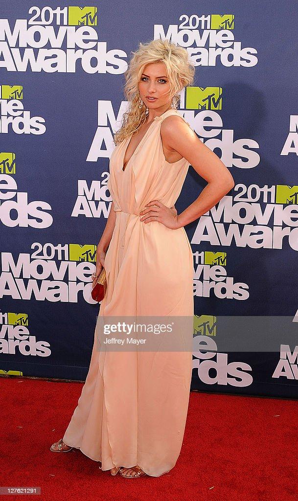 Alyson Michalka attends the 2011 MTV Movie Awards on June 5, 2011 in Universal City, California.