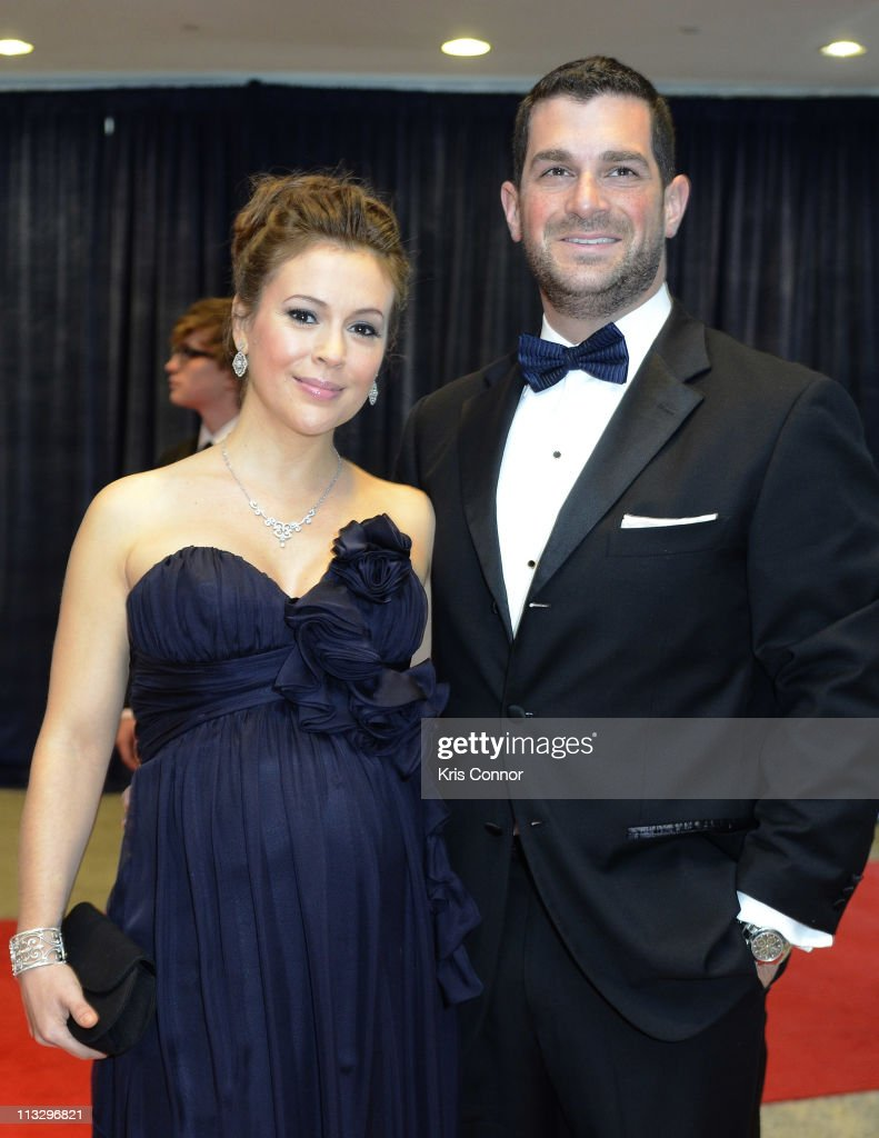 <a gi-track='captionPersonalityLinkClicked' href=/galleries/search?phrase=Alyssa+Milano&family=editorial&specificpeople=203329 ng-click='$event.stopPropagation()'>Alyssa Milano</a> and David Bugliari attend the 2011 White House Correspondents' Association Dinner at the Washington Hilton on April 30, 2011 in Washington, DC.